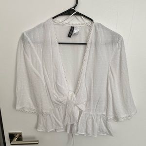 Cropped blouse that ties in front